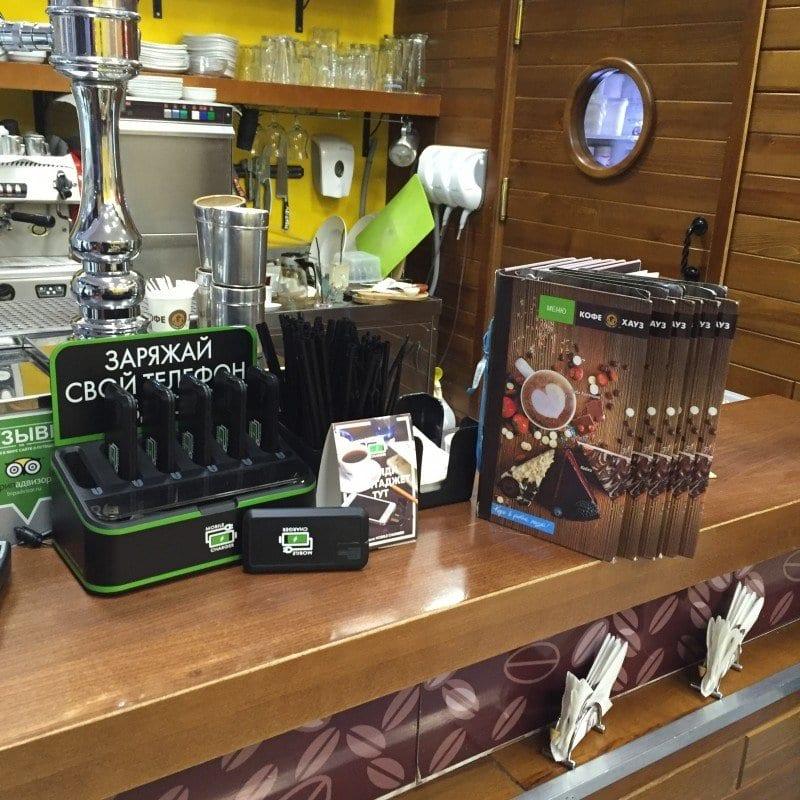 зарядное устройство в баре