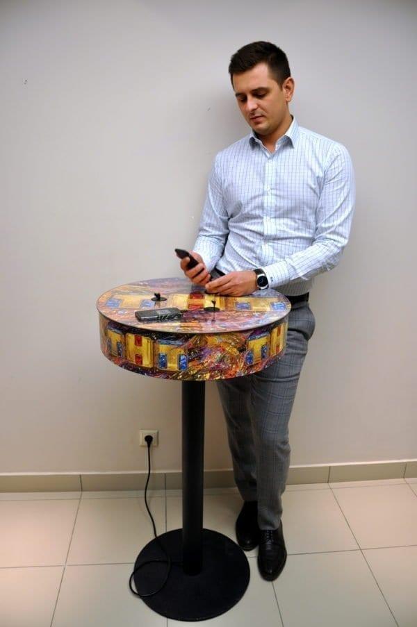 Зарядная станция стол Soho для Вашего заведения